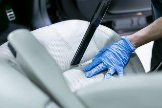 01-car-detailing-interior-vacuum.jpg